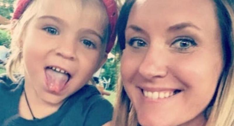 Fotoğrafta çocuğunun gözünün parlamasından şüphelendi, kanser çıktı