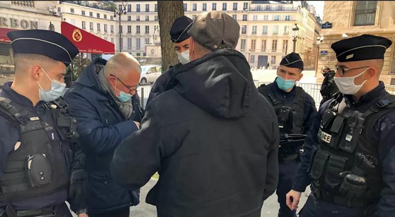 Fransa'da polis, muhalif vekilin meclise girmesini engelledi