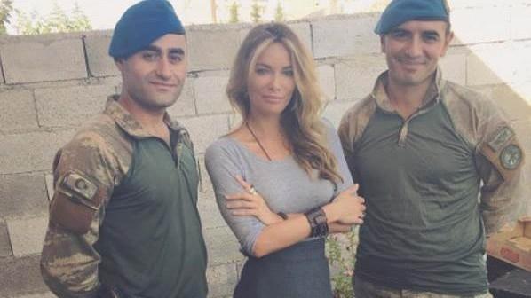 Gamze Özçelik, sınırdaki askerleri ziyaret etti!
