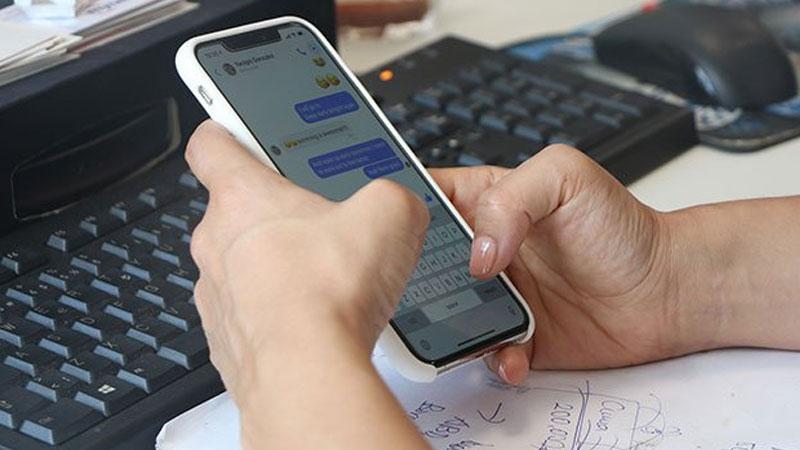Geniş ekranlı telefon kullananlarda yeni hastalık
