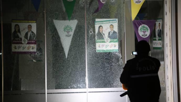 HDP binasına 6 el ateş edildi