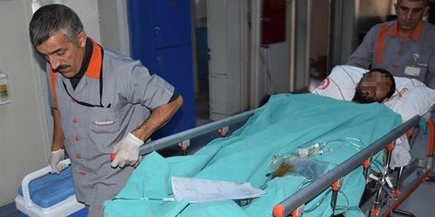 İki eli bileklerinden kesik halde sokakta koşarken görülen kişi hastaneye kaldırıldı