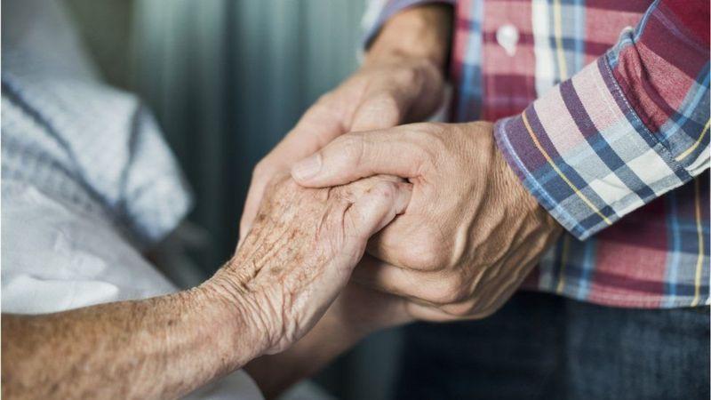 İngiltere'de koronavirüs ölümleri nedeniyle emeklilik ödemeleri azalacak