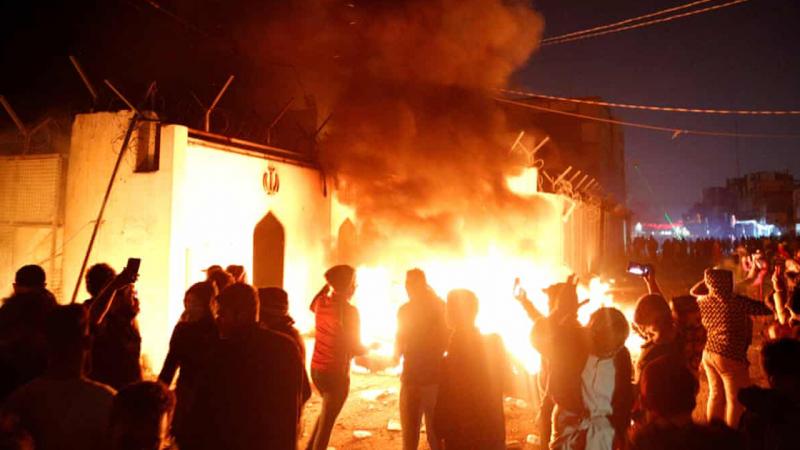 Irak'ta hükümet karşıtı eylemler sürüyor: Necef'teki İran konsolosluğu yakıldı