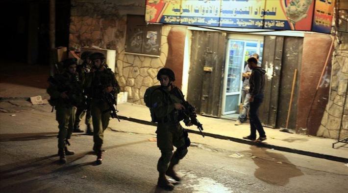 İsrail askerleri 29 Filistinliyi gözaltına aldı