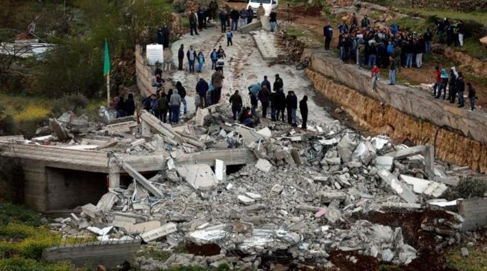 İsrail ordusu bir Filistinlinin evini yıktı
