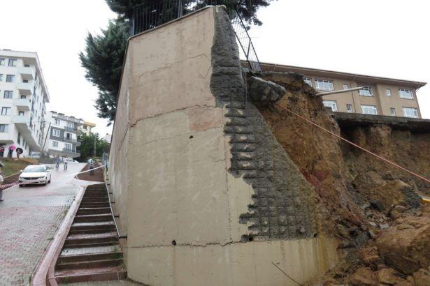 İstanbul'da bir ilkokulun duvarı çöktü