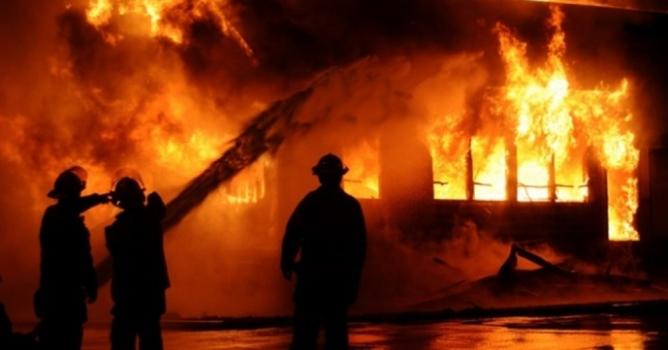 İstanbul'da çıkan yangında 2 kişi hayatını kaybetti