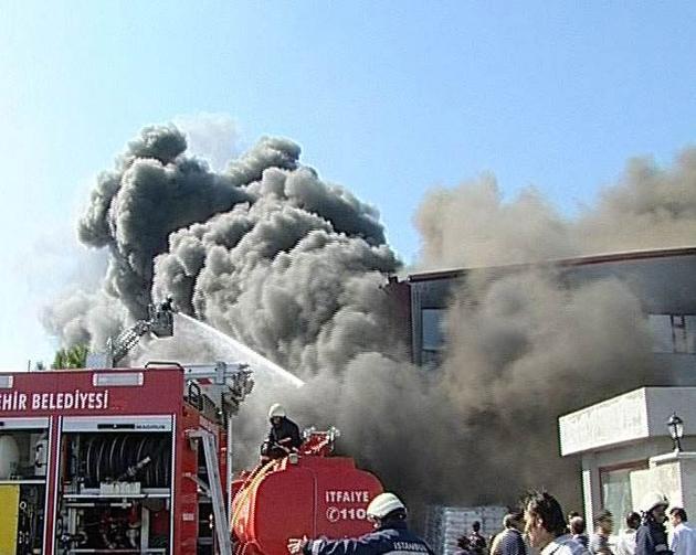 İstanbul'da plastik fabrikasında patlama: Yaralılar var