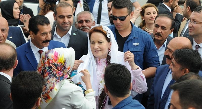 İYİ Partililer tepkili: Bir kadının kapısına gece vakti adam yollamak, mafyaların raconunda bile yok