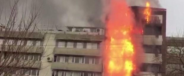 İzmir'de 6 Katlı Otelde Yangın Çıktı