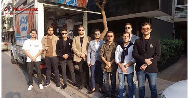 İzmir'de gençler Playboy'un kurucusu için lokma döktürdü!