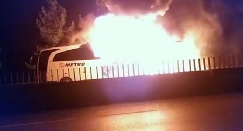 Kamil Koç'un ardından Metro'nun otobüsü seyir halinde yandı!