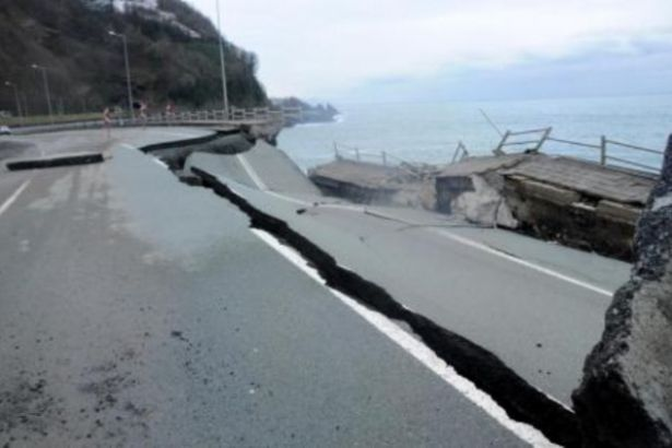 Karadeniz Sahil Yolu'nda köprü çöktü, yol kapatıldı
