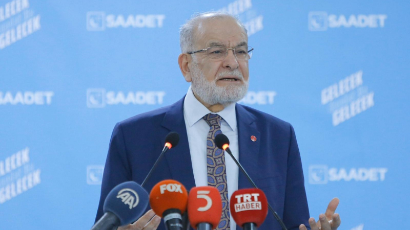 Karamollaoğlu:Suriye'yi vurmak fayda sağlamaz
