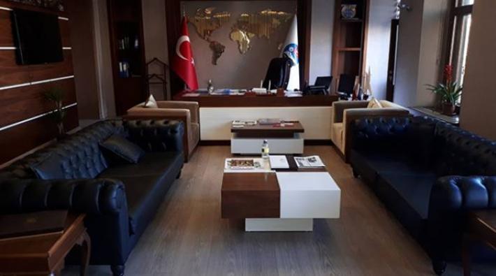 Kars Belediyesi'nin koltuklarına haciz geldi