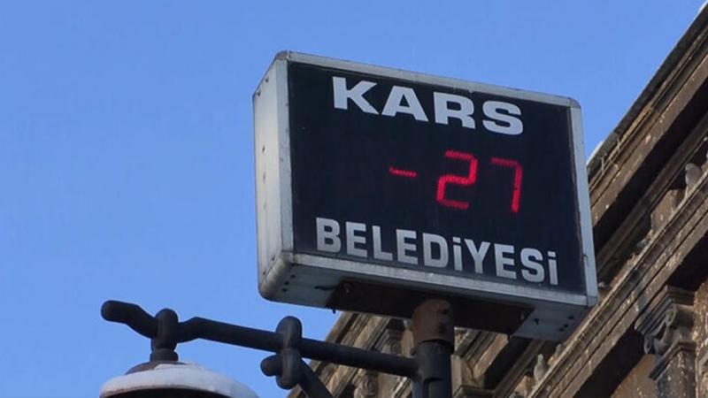 Kars'ta sıcaklık eksi 27'yi gösterdi