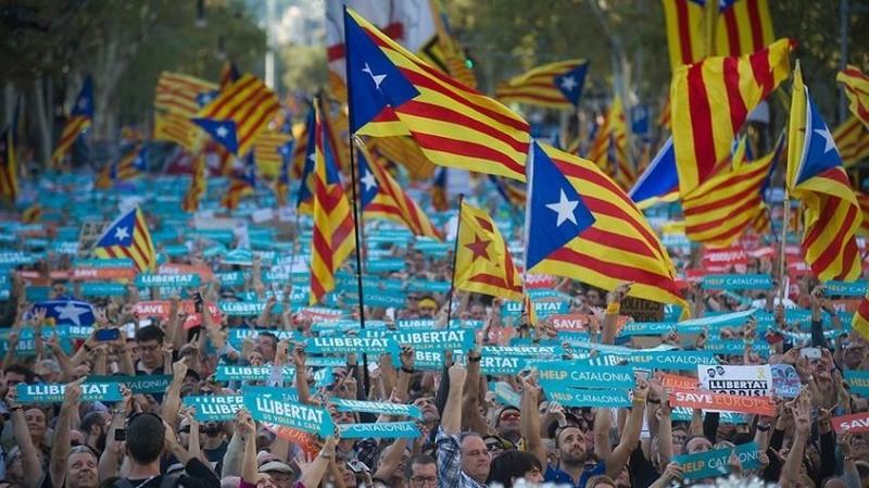 Katalonya parlamentosu tek taraflı bağımsızlık ilan etti!