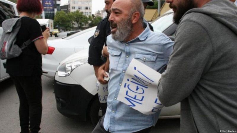 KHK'lı Yıldırım AKP binası önündeki eyleminde gözaltına alındı