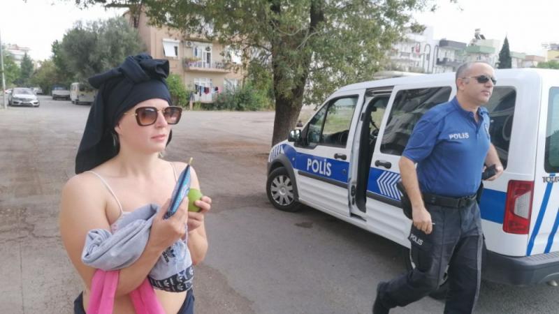 Manavgat'ta çıplak gezen turist gözaltına alındı
