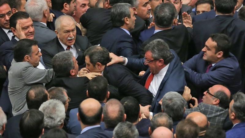 Meclis'te kavga çıkan oylama yeniden yapılacak