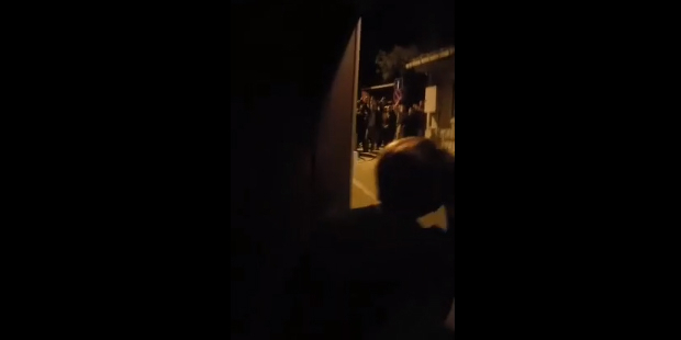 Meral Akşener'in evini MHP'liler bastı! Erkekseniz, hadi gelin vurun!