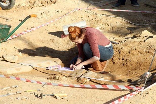 Milas'tan 18 mezar çıktı