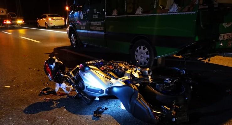 Motosiklet cenaze nakleden kalabalığın arasına daldı: Beş yaralı