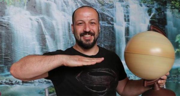 NASA görevlisi, dünyanın düz olduğunda ısrar eden Türk'ü tesislerine davet etti