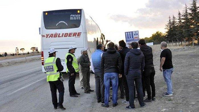 Otobüs şoförü yolcuları indirip eylem yaptı!