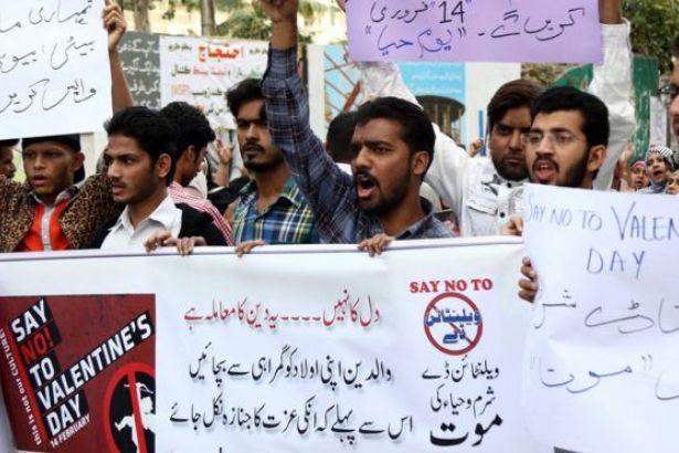 Pakistan'da 'İslam'a aykırı' denilerek 'Sevgililer Günü' yasaklandı