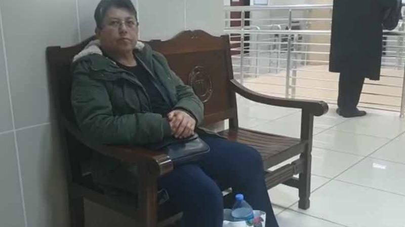 Pazar alışverişi sırasında Erdoğan'ı eleştirmiş, ardından gözaltına alınmıştı; yurt dışı yasağı konulan Dürdane Özselgin, serbest bırakıldı
