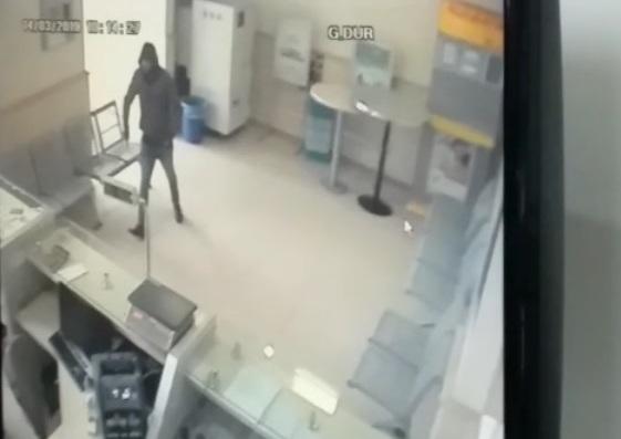 PTT şubesi oyuncak tabancayla soyuldu