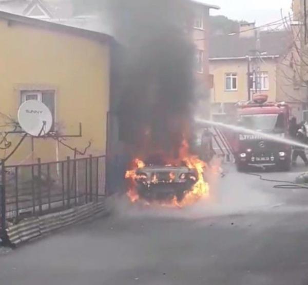 Sarıyer'de sahibinin içinde bulunduğu LPG'li otomobil yandı