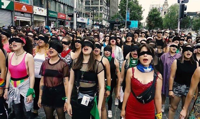 Şilili kadınların 'Tecavüzcü sensin' gösterisi yayılıyor