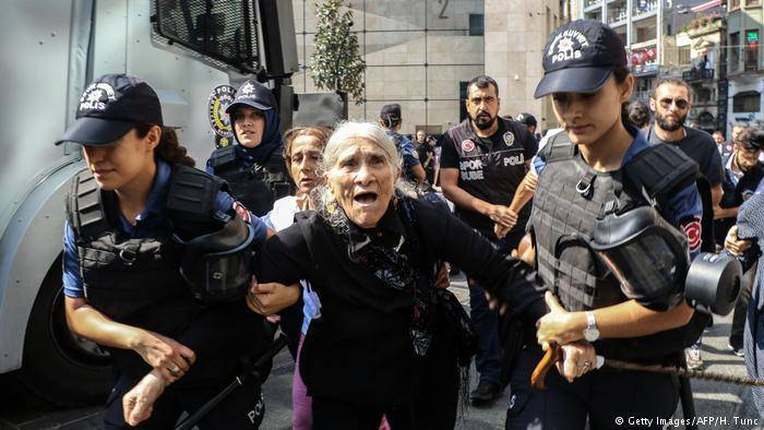 Soylu'dan Cumartesi Anneleri açıklaması: Çok affedersiniz bu kişiler Eminönü Meydanı'nda gezerken mi kayboldu?
