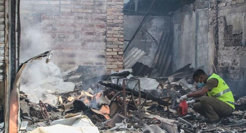 Sri Lanka'da Müslümanlara ait fabrika yakıldı