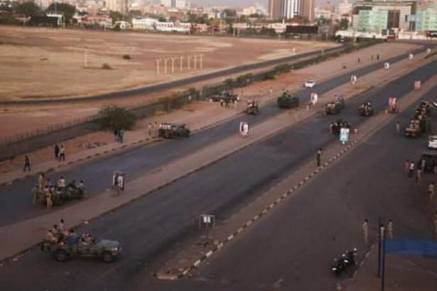 Sudan'da askeri hareketlilik, THY uçağı geri döndü