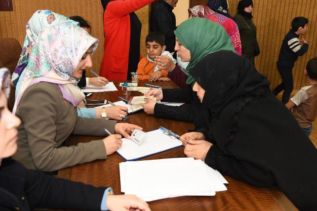 Suriyeliler ülkelerine dönmek için kuyruğa girdi
