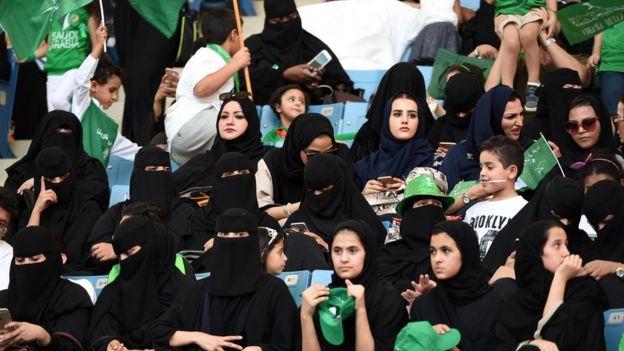 Suudi Arabistan'da kadınların araba kullanmasına izin verilecek