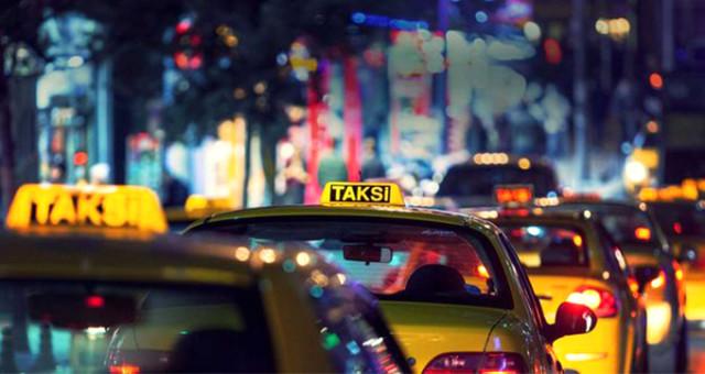 Taksi şoförü turistleri gasp etti