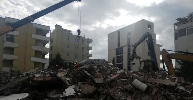 Tekrar deprem olan Arnavutluk'ta ölü sayısı 41'e ulaştı