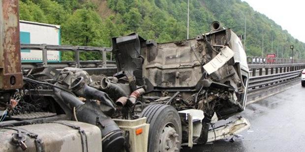 TEM'de kaza sonrası İstanbul yönü trafiğe kapandı