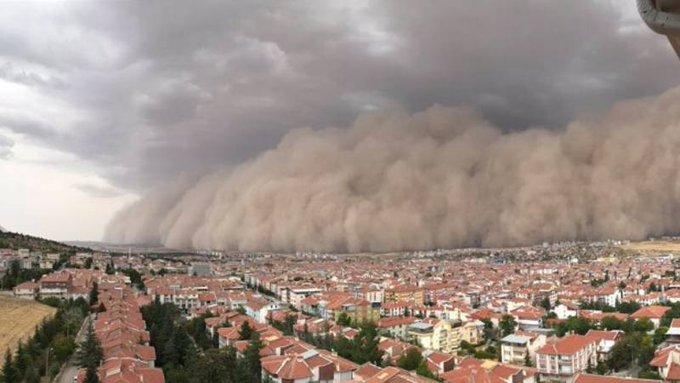 Toz fırtınası uyarısı: Kesinlikle dışarı çıkmayın, pencerenizi bile açmayın