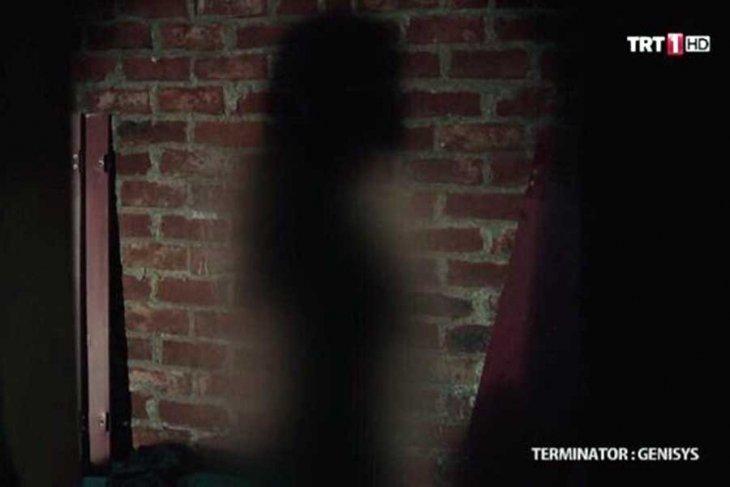 TRT, kadının gölgesini sansürledi!