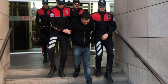 Turisti dolandırıp taciz eden taksici tutuklandı