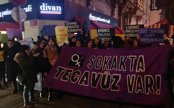Üniversite öğrencisinin tecavüze uğraması protesto edildi