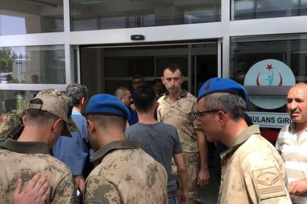 Valilik: Hayatını kaybeden dört askerden üçü kazayla vuruldu