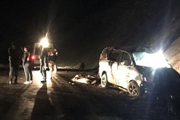 Van'da minibüs kaza yaptı: 5 ölü, 16 yaralı