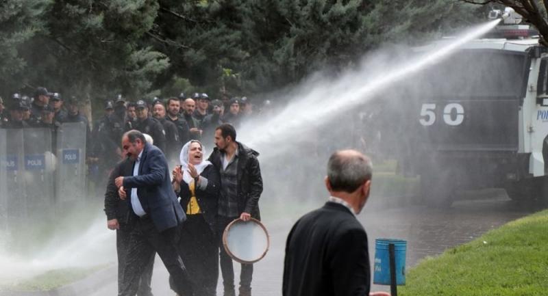 YSK protestosunda milletvekili yaralandı